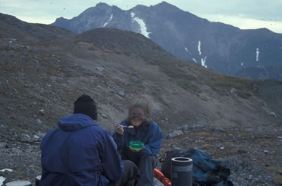 Can you eat oatmeal while wearing a headnet - important Alaska field skills!