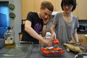 Hawk Weisman '16 and Cara Brosius '16 work together in Carr Hall to prepare a homemade meal.